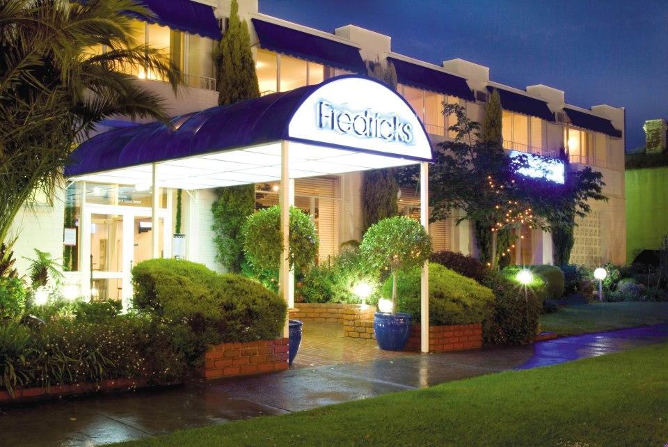 melbourne-Essendon-wedding-venue-Fredricks-Function-Centre-Unique-Indoor