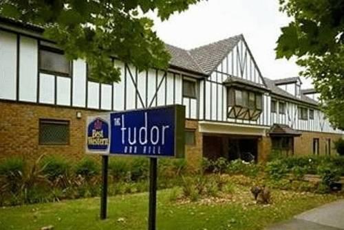 melbourne-Box-Hill-wedding-venue-The-Tudor-Country-Style-Indoor-Garden