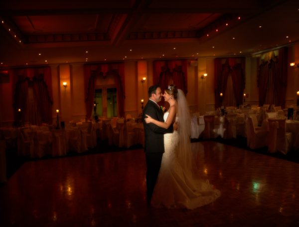 melbourne-Dandenong-Ranges-wedding-venue-Merrimu-Receptions-country-style-ballroom-garden