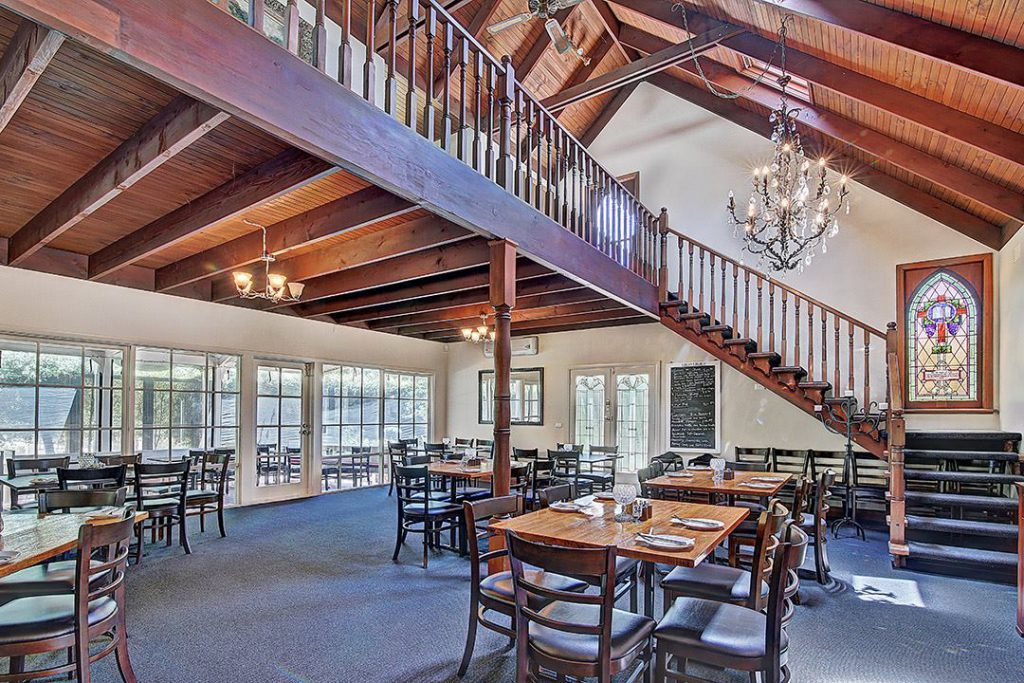 melbourne-dandenong-ranges-wedding-venue-dine-divine-indoor-chapel