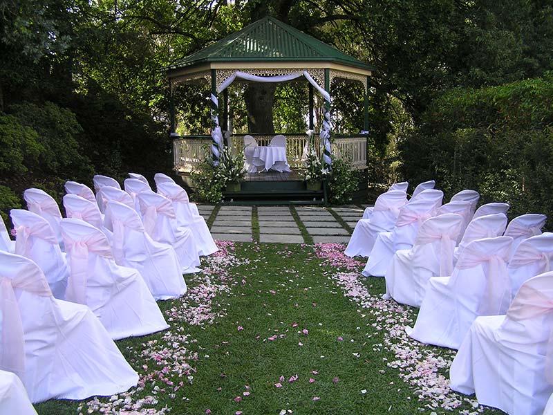 melbourne-Dandenong-Ranges-wedding-venue-Sky-High-Mount-Dandenong-country-style-indoor-garden