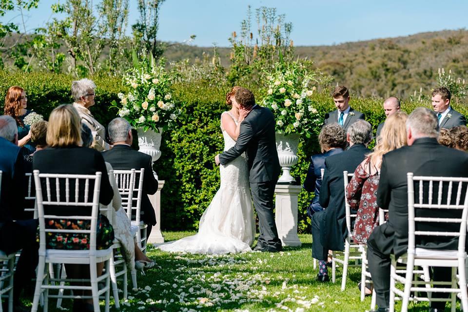 melbourne-daylesford-wedding-venue-Bellinzona-Resort-country-style-indoor-outdoor-garden