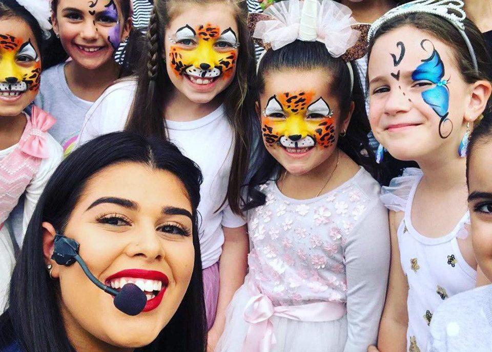 Melbourne-Face-Painting-Balloon-Twisting-Kids-Entertainer-Sash-Entertainment