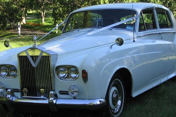 Sydney-Wedding-Cars-Vintage-Rolls-Royce-Bentley-Admire-Limousines