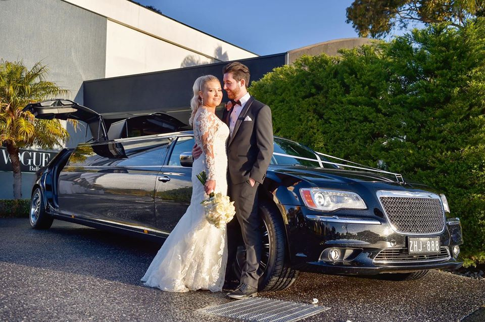Melbourne-Limo-Hire-Black-Chrysler-Enrik-Limousines