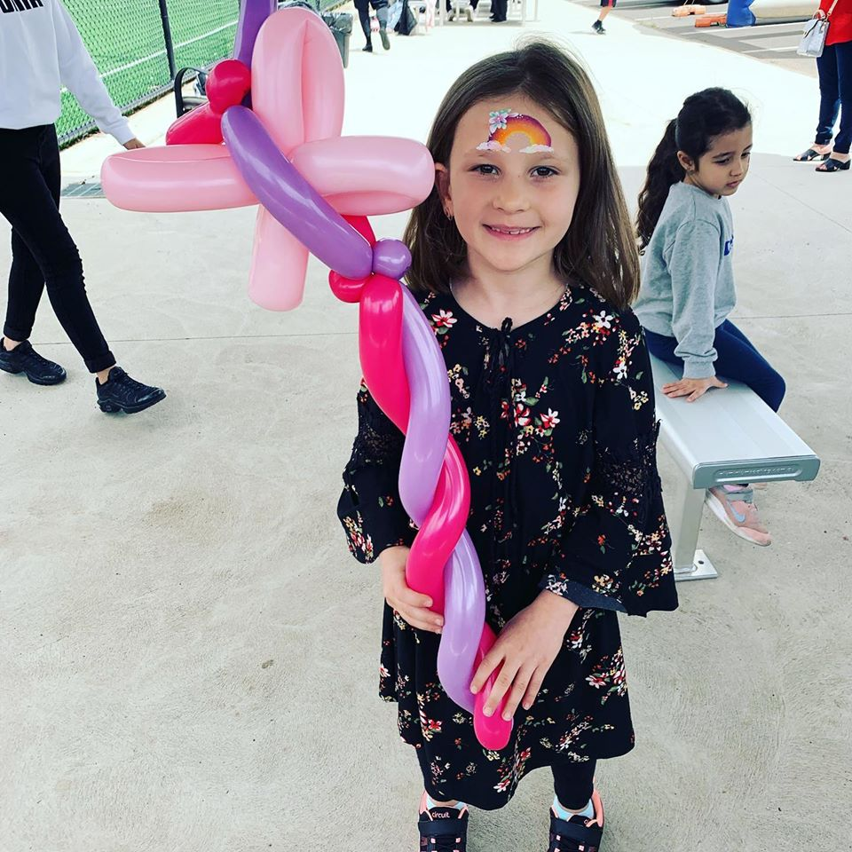 Melbourne-Face-Painting-Balloon-Twisting-Disco-Kids-Entertainer-Jesstar-Play-Magick