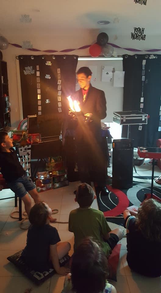Melbourne-Magician-Kids-Entertainer-Fab-the-fabulous