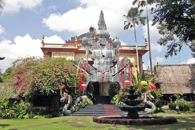 Girl Getaway in Ubud at Blanco Museum