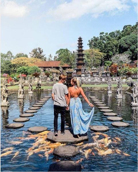Stunning Pre-Wedding Photos at Tirta Gangga Park