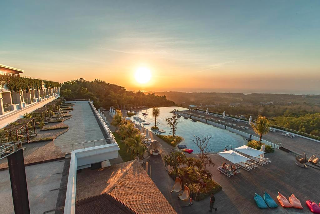 Clifftop Wedding at Renaissance Bali Uluwatu Resort & Spa