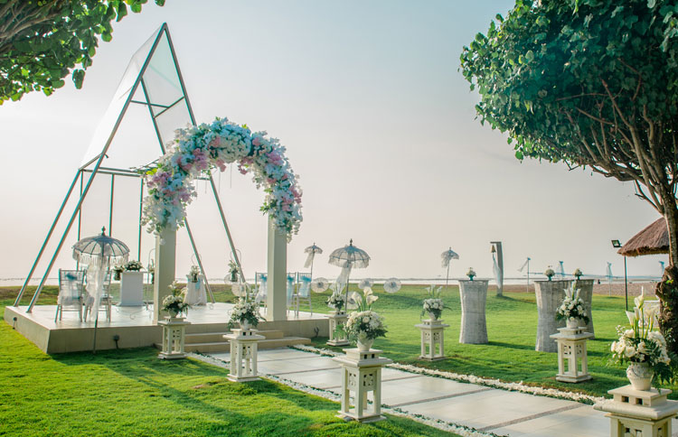 Top 5 bali wedding packages under aud 10k ocean breeze beach chapel wedding at Grand Mirage Resort