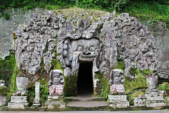 Elephant Cave Temple in Ubud Bali
