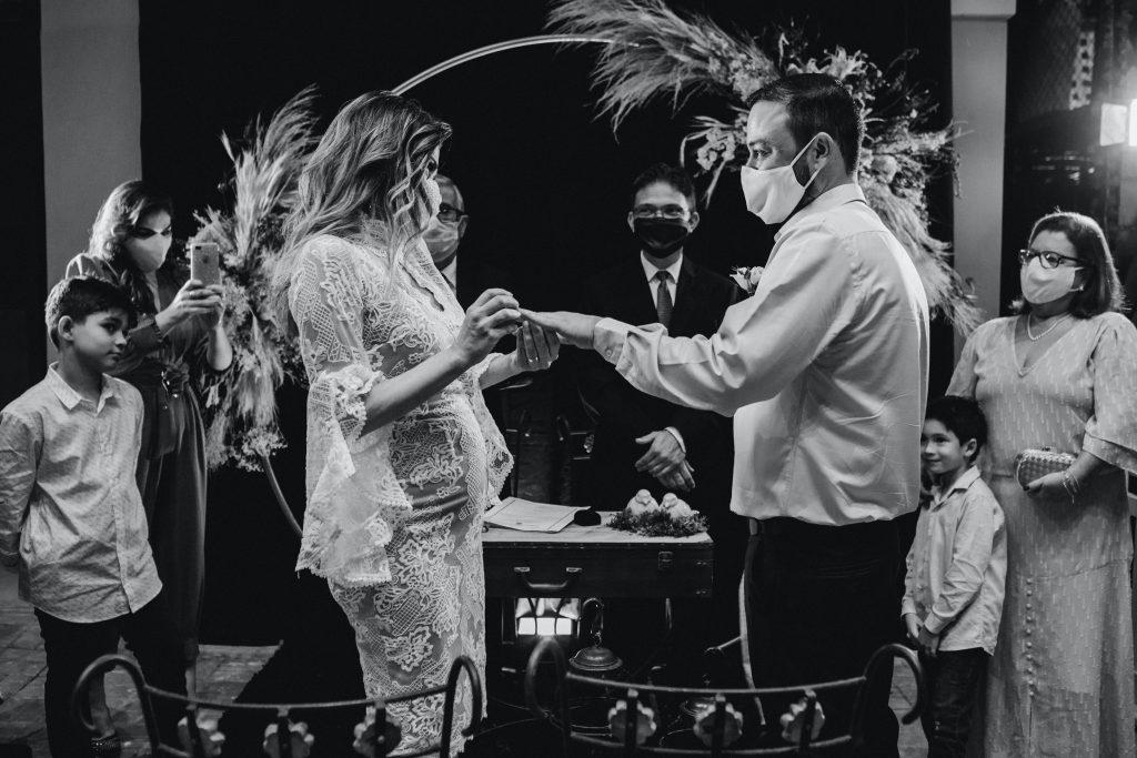 Wedding couples wearing masks - Parties2Weddings